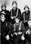 Milicianos de Balmaseda. De pie, en el centro, Hilario Rivero
